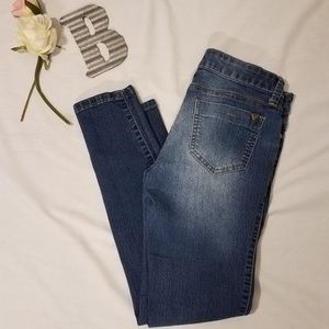Guess Low Rise Super Skinny Maxine Fit Size 2